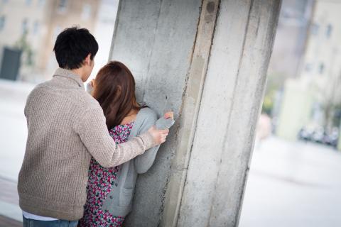 女性の浮気の原因は、パートナーに対する不満。女性にどんな不満があるのか把握する事が浮気防止に繋がる。