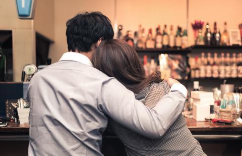 ホストクラブのホストに恋愛感情を持って人生を狂わせる女性心理